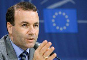 """FILE - New Chairman of the EPP Group (European People's Party) in the European Parliament, Manfred Weber gives his first press conference after a meeting with European Council President van Rompuy, at the EU Parliament in Brussels, Belgium, 12 June 2014. EPA/OLIVIER HOSLET (zu dpa """"EVP-Fraktionschef Weber: Deutschland sollte Pkw-Maut 2016 einführen"""") +++(c) dpa - Bildfunk+++"""