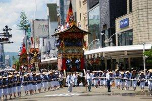 Gion-Matsuri_Festival04 q magazine