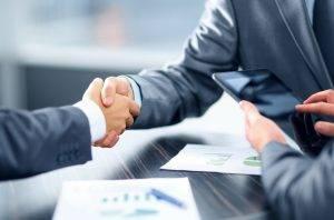 handshake_business2_63700200