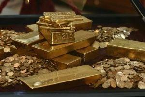 """Guvernatorul BNR, Mugur Isarescu, a prezentat, miercuri, la Simpozionul cu tema """"Tezaurul Bancii Nationale a Romaniei la Moscova"""", monede si lingouri de aur asemanatoare cu cele expediate din tara in timpul razboiului"""
