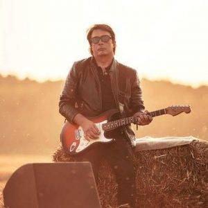 Chitaristul legendarei trupe Holograf, la filmarea celui mai recent videoclip, Dă-mi iubirea ta, Q Magazine