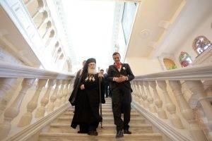 Patriarhul Teophilos l-a decorat pe Sorin Grindeanu cu ordinul Crucea Ierusalimului