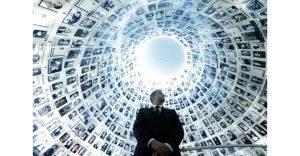 """Premierul Sorin Grindeanu în Sala Numelor, Muzeul """"Yad Vashem"""", Israel"""