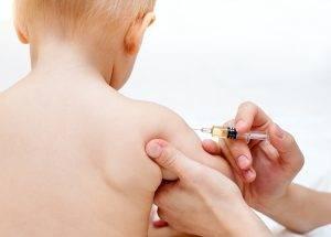 legea-privind-obligativitatea-vaccinarii-copiilor-imparte-lumea-medicala-in-doua-336279