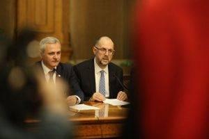 PSD şi UDMR nu s-au înţeles nici marţi dimineaţă asupra pragului pentru folosirea limbilor minorităţilor în administraţie; şedinţa comisiilor, anulată. Legile negociate de PSD cu UDMR, retrase de pe ordinea de zi a Senatului