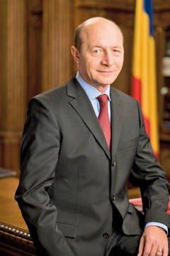 Traian Basescu denuntat la DNA