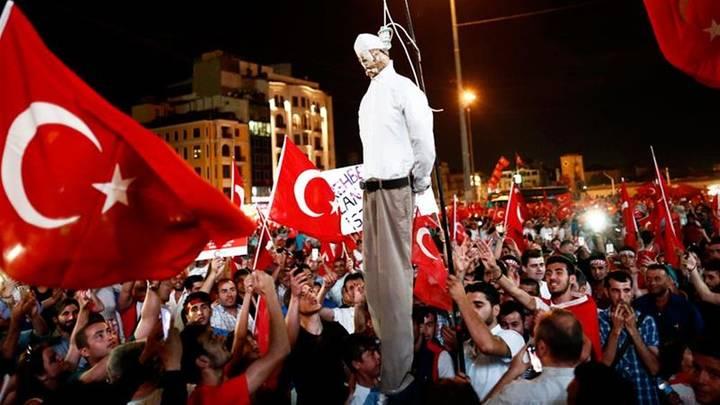 miting al sustinatorilor lui erdogan