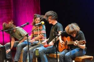 Alături de colegii formulei de Concert'n 4 (de la stânga la dreapta) Cristi Rigman, Anca Hanu și Bobo Burlăcianu, Q Magazine