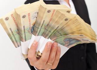 Femeie de afaceri cu bani