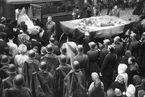 În 1944, moaștele Sfintei au fost aduse la București