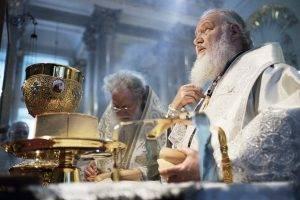 A alege sa traiesti fara Dumnezeu, ca om sau ca societate, este periculos. Patriarhul Chiril Interviu Q Magazine