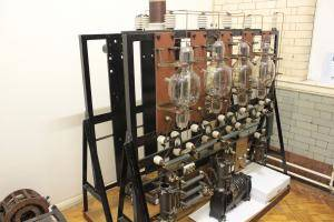 Echipamentul de transmisie 2LO, aflat la Muzeul de Știință, din Londra