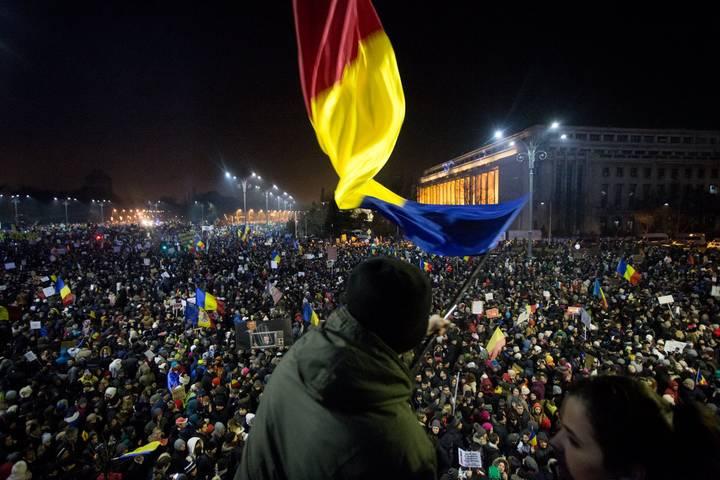 Protestele #Rezist au început pe 18 ianuarie 2017, oamenii fiind mobilizaţi pe reţelele de socializare.
