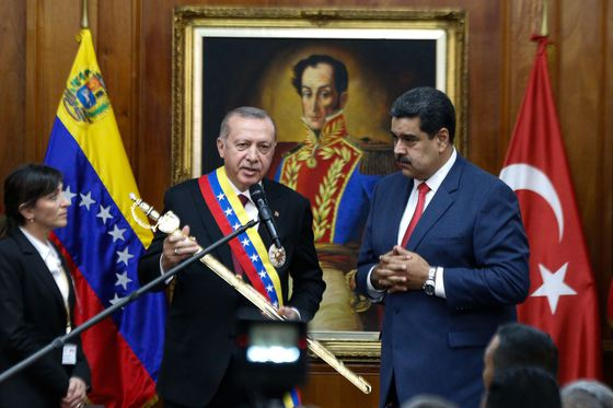 Președintele Turciei, Recep Erdogan către omologul său venezuelean Rezistă, te susținem