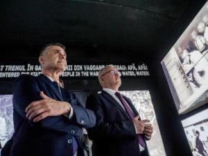 Presedintele Camerei Deputatilor, Liviu Dragnea și Ambasadorul Isarelului, David Saranga viziteaza vagonul Expozitiei Viorica Agarici, Q Magazine